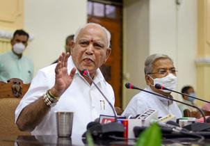 येदियुरप्पा ने कर्नाटक के राज्यपाल को अपना इस्तीफा सौंपा