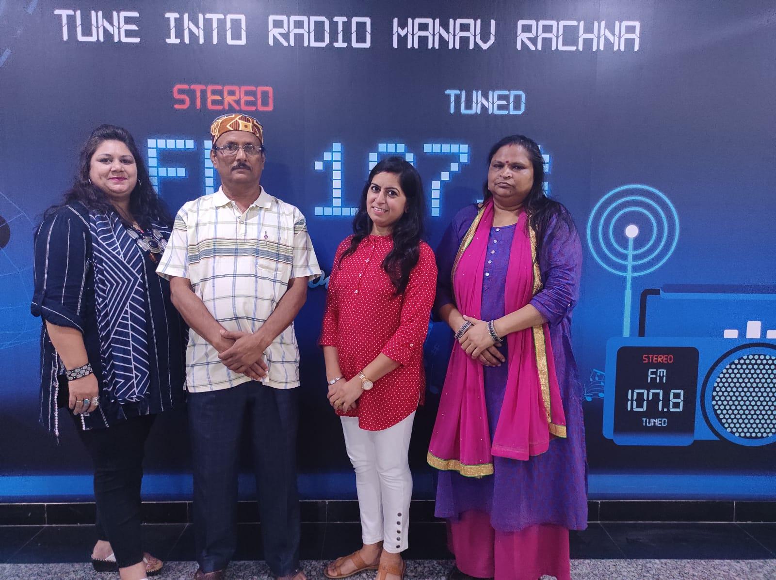मानव रचना रेडियो, फरीदाबाद में डाॅ० आदित्य 'अंशु' का किया गया सम्मान