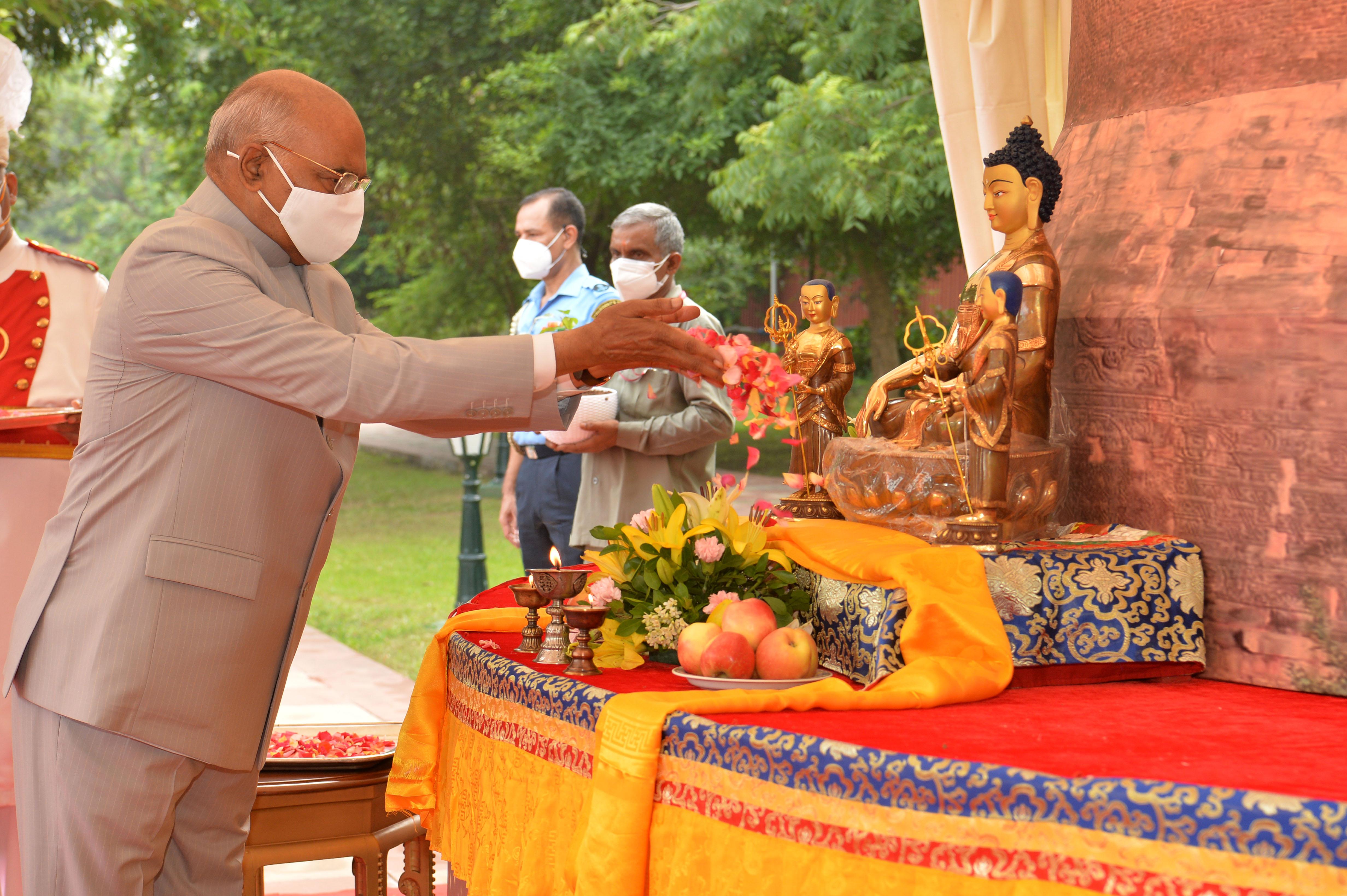 राष्ट्रपति ने अंतर्राष्ट्रीय बौद्ध परिसंघ द्वारा आयोजित वार्षिक आषाढ़ पूर्णिमा-धम्म चक्र दिवस को संबोधित किया